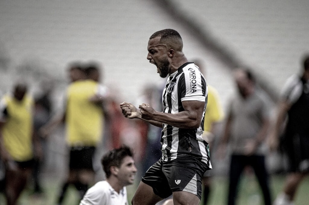 """Samuel Xavier sobre ser o jogador de linha que mais atuou no Ceará: """"Quero continuar atingindo marcas"""""""