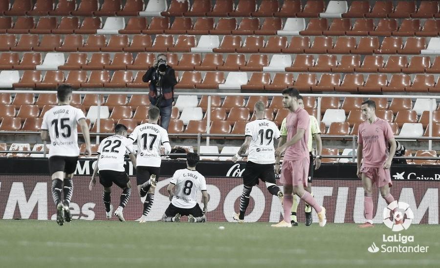 Los jugadores del Madrid, cabizbajos en Mestalla | LaLiga