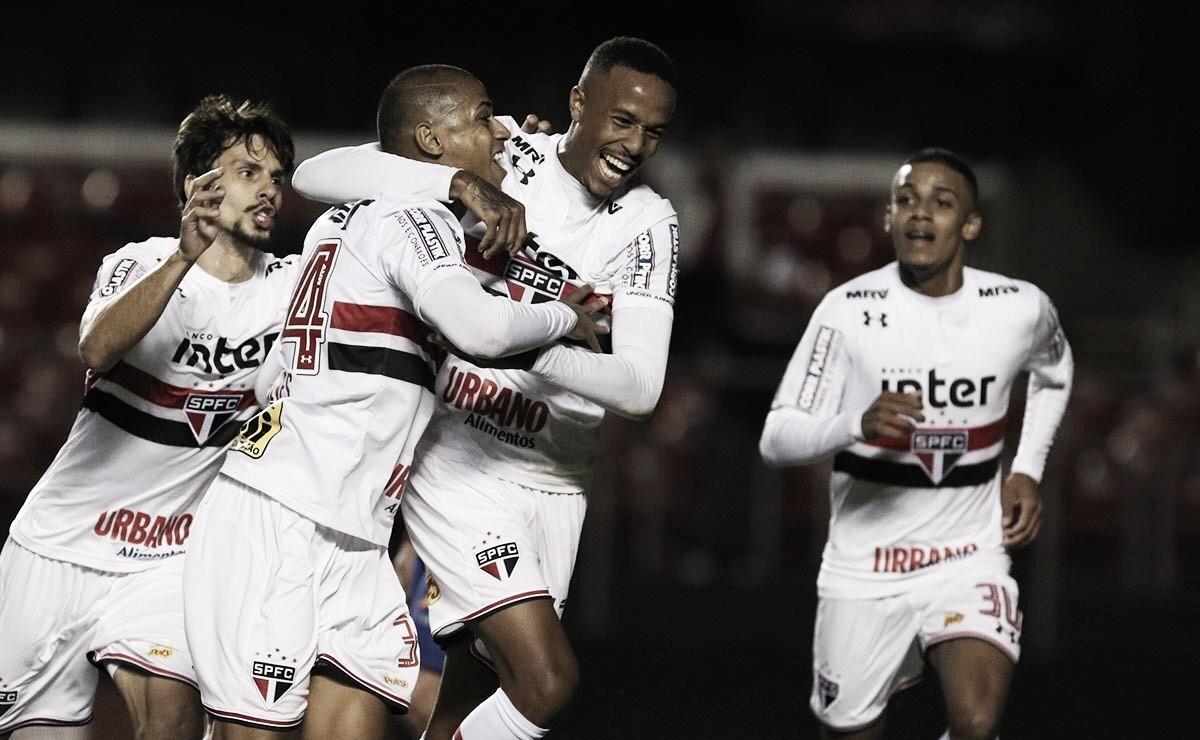 Em noite pouco inspirada, São Paulo bate Paraná e estreia com vitória no Brasileirão