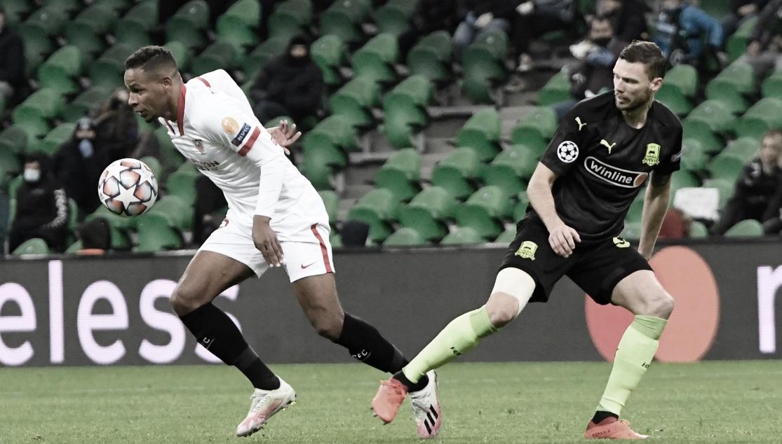 Fernando disputando un balón ante Berg / Foto: Sevilla FC