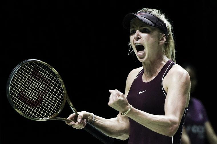 Svitolina bate Wozniacki, segue invicta em Singapura e se classifica para às semifinais