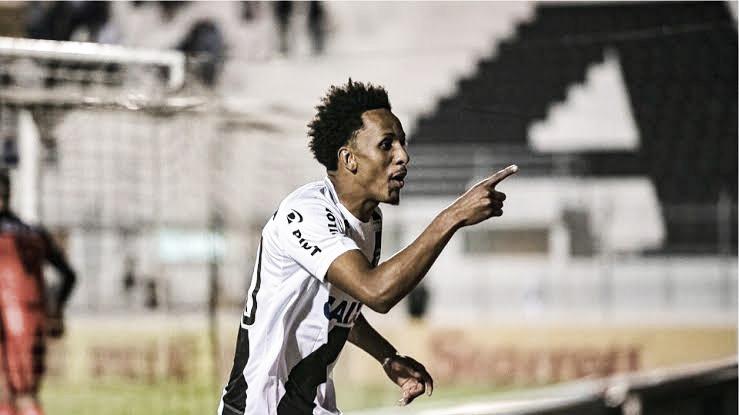 Vasco acerta com meio-campista Lucas Mineiro, da Chapecoense