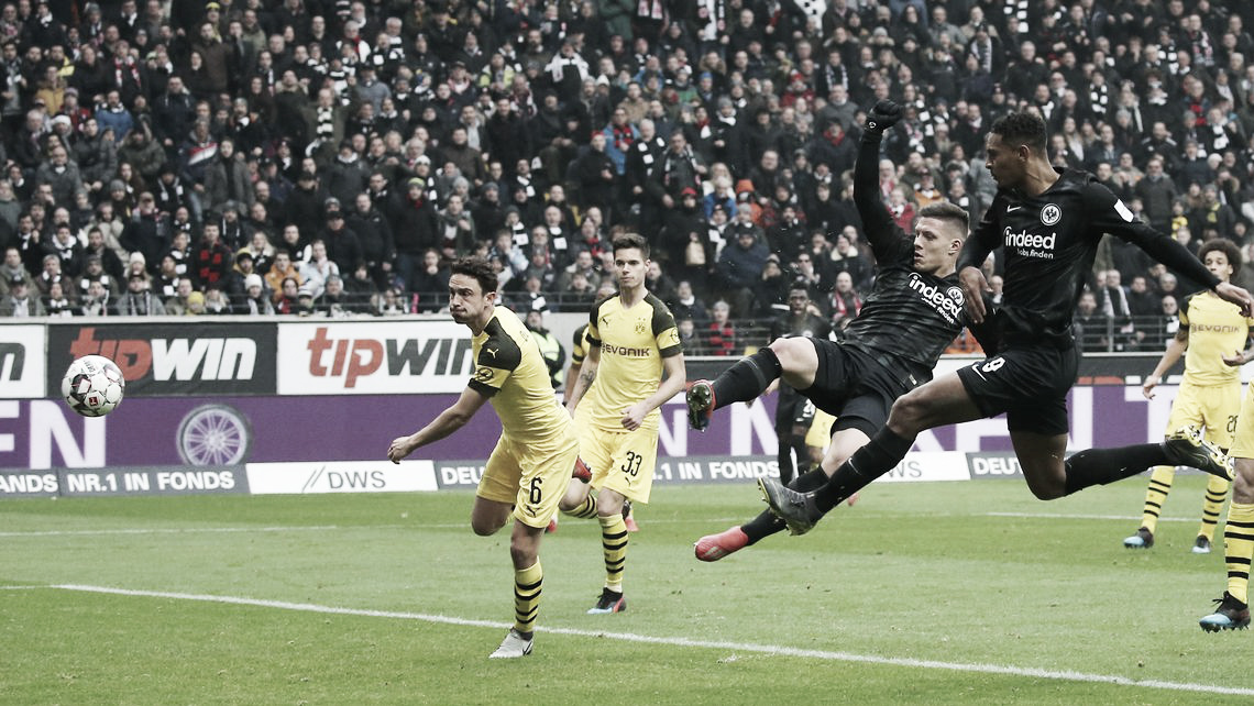 Borussia Dortmund sai na frente, masEintracht Frankfurt empata dentro daCommerzbank-Arena