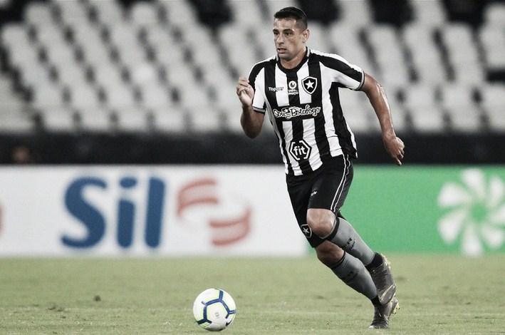 Baixa no Botafogo: Diego Souza sofre lesão na coxa esquerda e precisará passar por recuperação