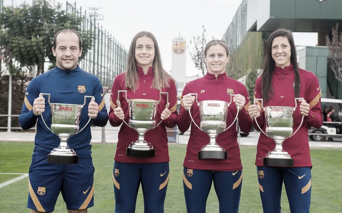 Todos los galardonados con su copa | Foto: FCB
