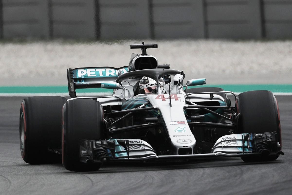 Hamilton hizo una vuelta fantástica y es el poleman