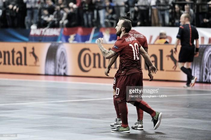 Europeu de Futsal: obra-prima de Ricardinho não evita desaire frente à Sérvia