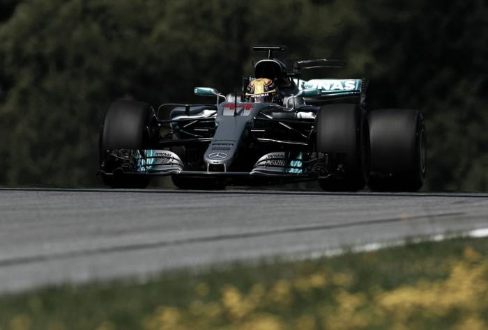 Lewis comenzó exultante en Austria