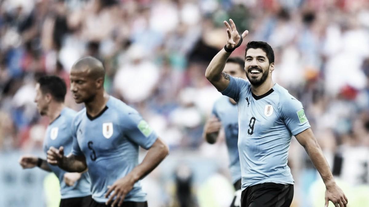 Suárez da la victoria a una buena Uruguay