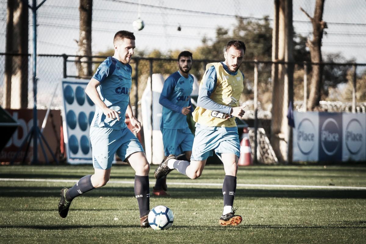 Como terceira opção na lateral do Cruzeiro, Ezequiel 'espera estar pronto para as oportunidades'