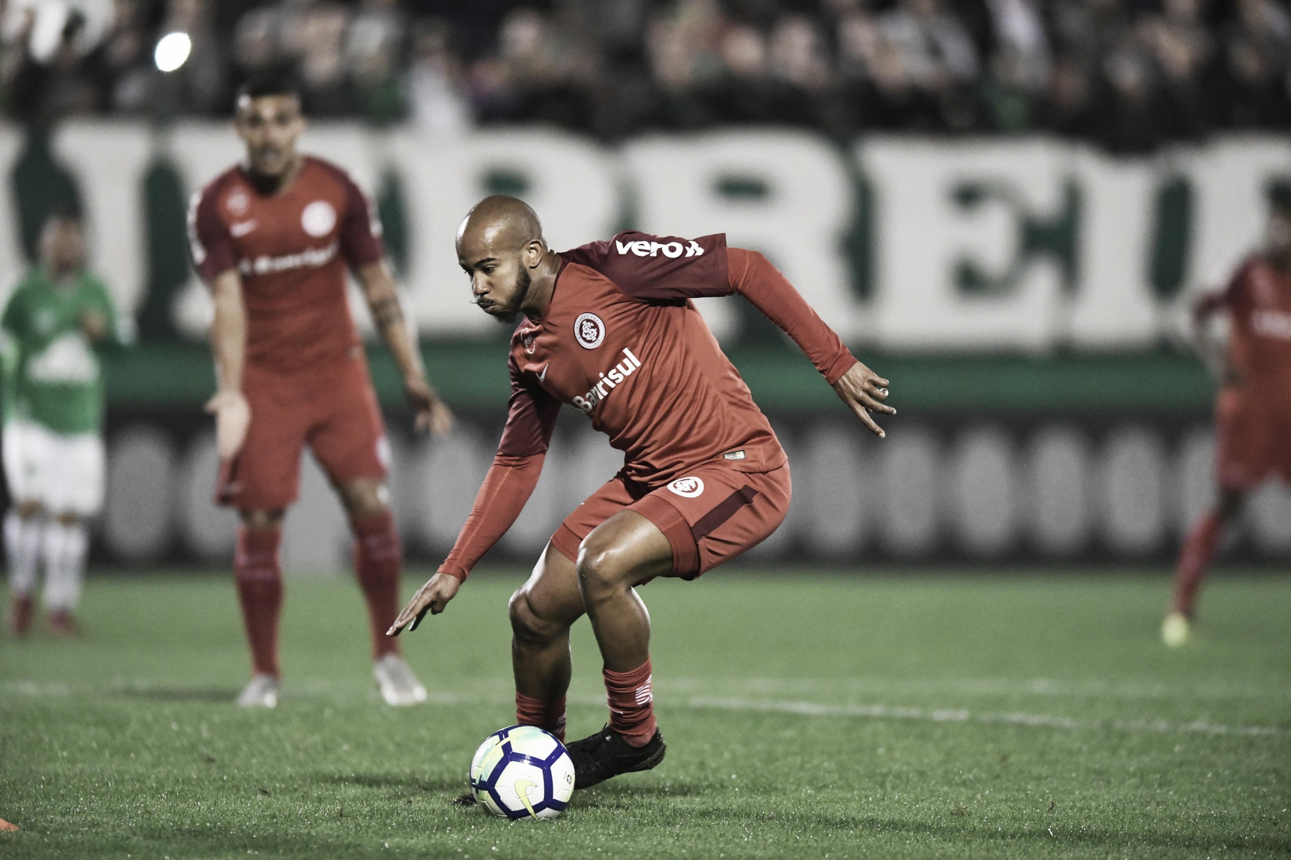 Moledo sofre lesão muscular e Internacional enfrenta Corinthians sem dupla de zaga titular
