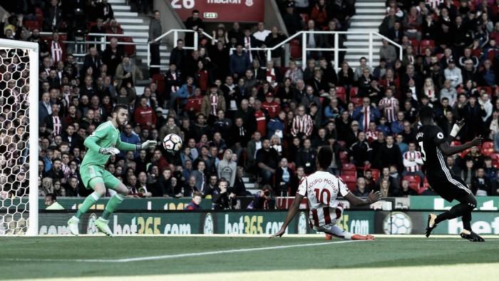 Premier, Manchester United-Stoke City 3-0, Mourinho 2° da solo