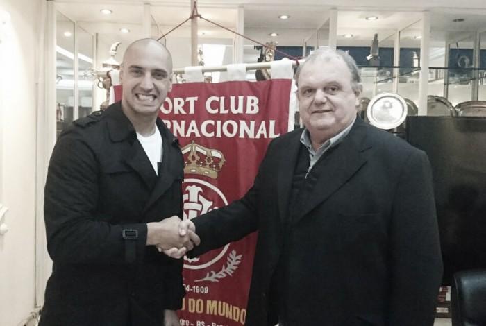 Internacional oficializa contrato de um ano com atacante argentino Ariel