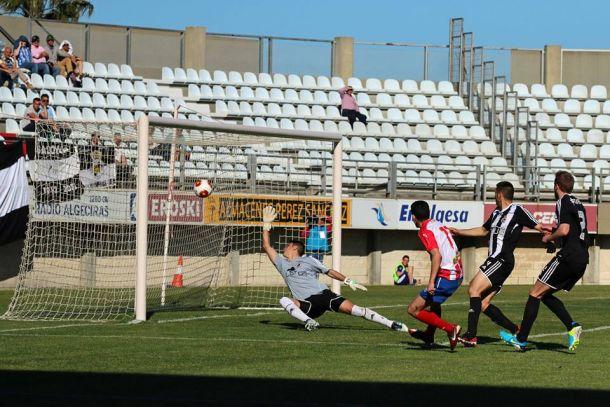 El Algeciras se lleva el derbi comarcal y deja tocada a la Balona