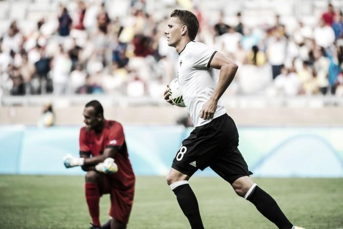 Nils Petersen faz cinco, Alemanha goleia Fiji e avança às quartas de final dos Jogos Rio 2016