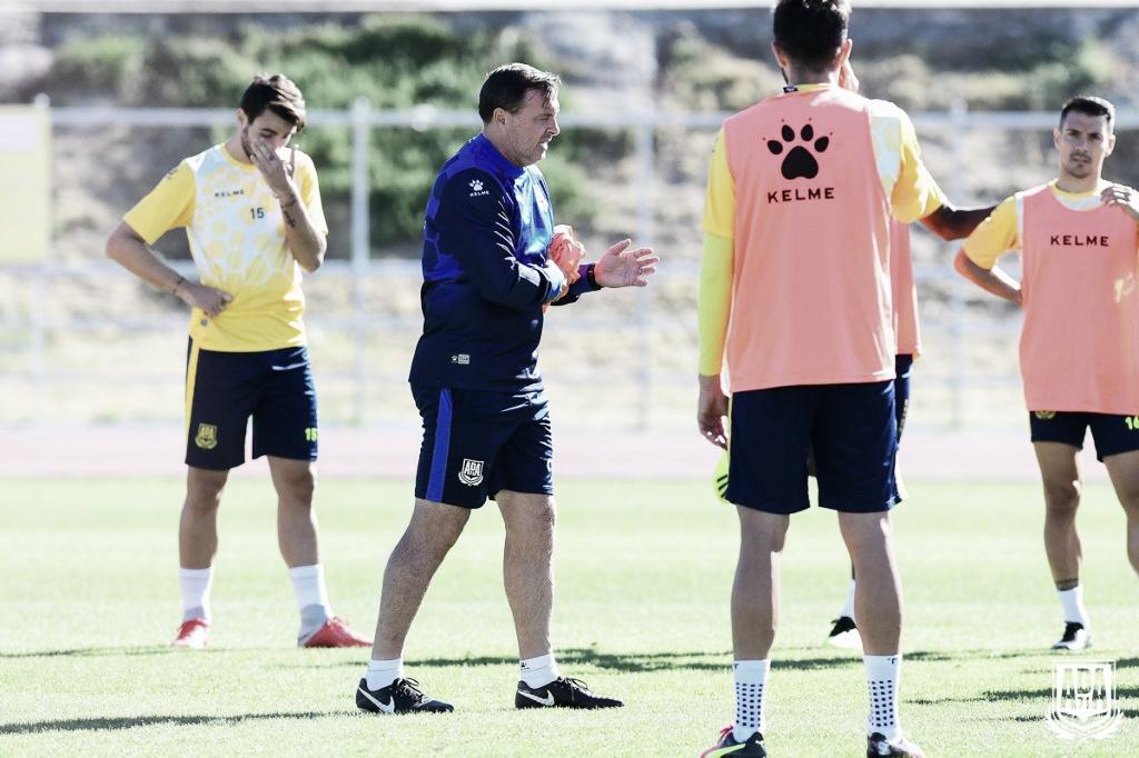 """Cristóbal Parralo: """"La expulsión de Toribio y el segundo gol nos han condenado"""""""