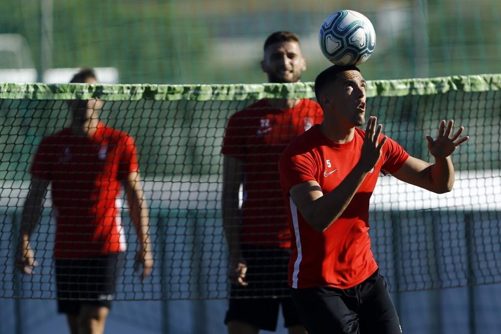 J.A Martínez se cae de la convocatoria y entra Gonalons para medirse al Athletic