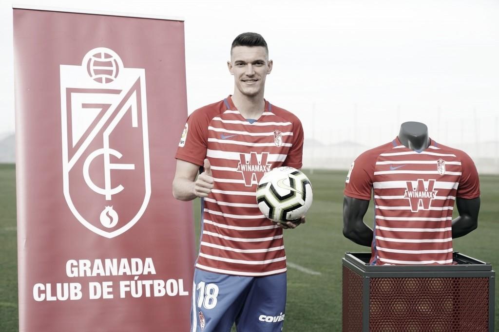 Adrián Marín debuta con el Granada CF en el partido frente al Levante