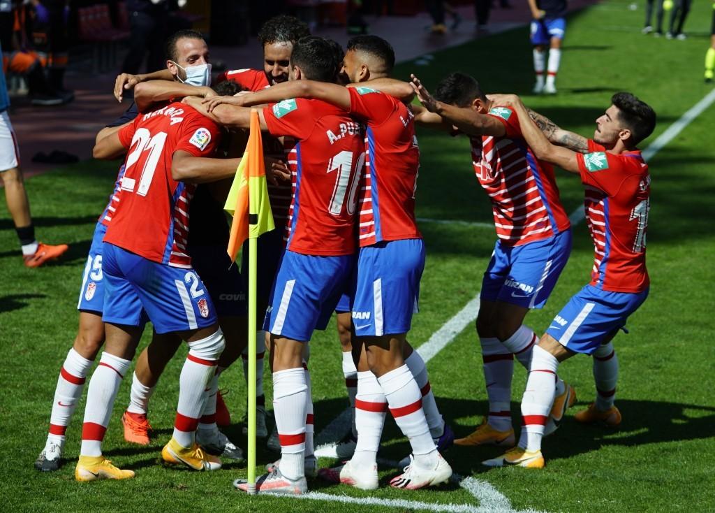 El Granada CF celebrando el tanto de Yangel Herrera ante el Sevilla. Foto: Pepe Villoslada / Granada CF.