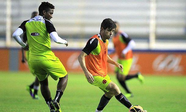Com cinco modificações, Vasco encara Botafogo no Maracanã