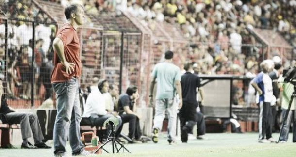 Eduardo Baptista elogia a postura dos jogadores diante do Corinthians