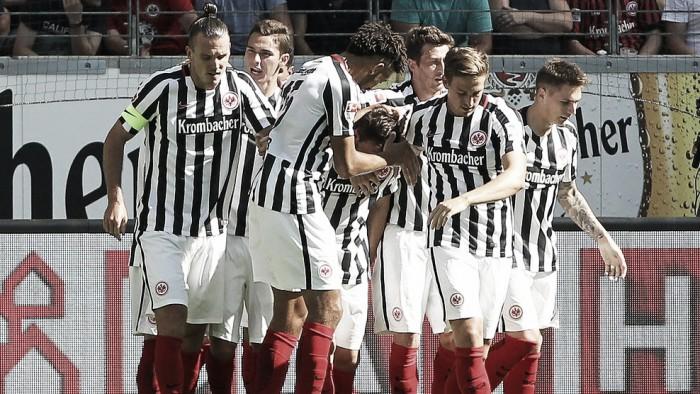 Com gol de Meier, Frankfurt bate Schalke 04 pelo placar mínimo