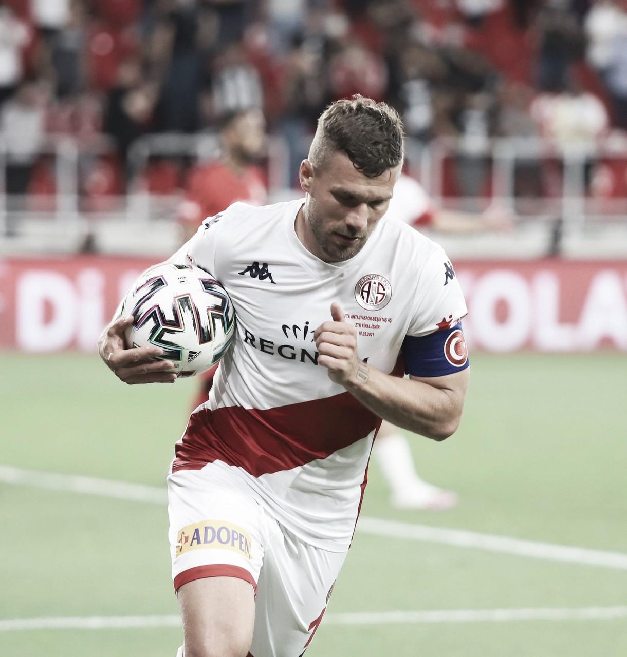 Amor de infância e aposentadoria: a ida de Podolski ao Górnik Zabrze/POL