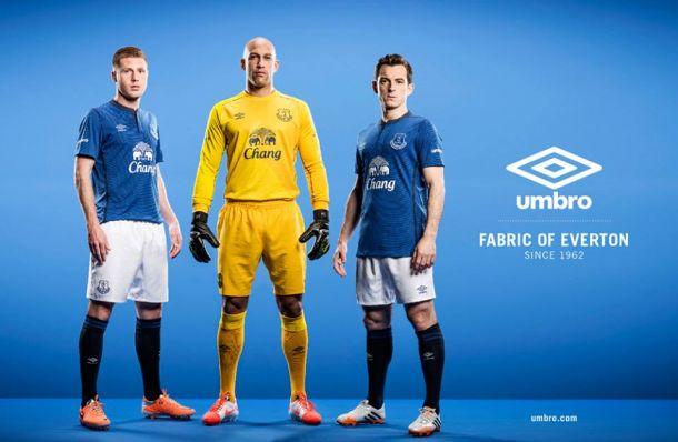 El Everton presenta su nueva equipación para la 2014/15