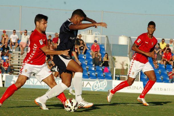 Muchos goles y poco juego en el primer partido del Real Murcia de Aira
