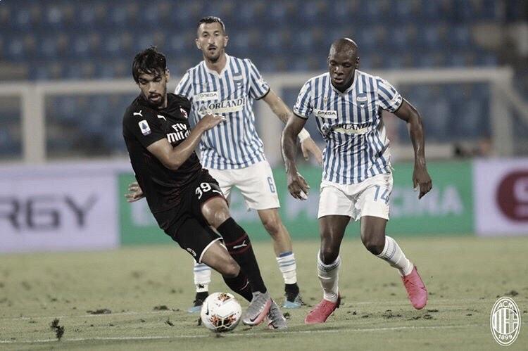 Milan arranca empate diante da SPAL nos acréscimos e mantém longo tabu