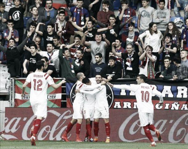 Carlos Bacca la sigue mojando con el Sevilla