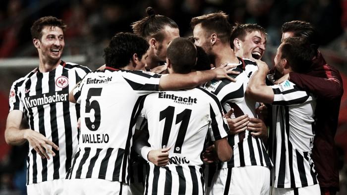 Com gols de defensores, Frankfurt derrota Ingolstadt fora de casa