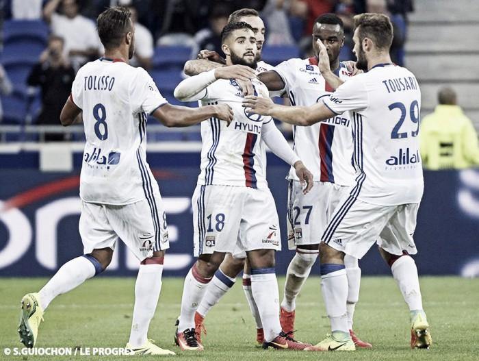 Lyon sai atrás, mas goleia Montpellier com grandes atuações de Fekir e Tolisso