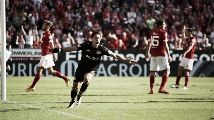 Em jogo eletrizante, Chicharito faz três e comanda virada do Leverkusen diante do Mainz 05