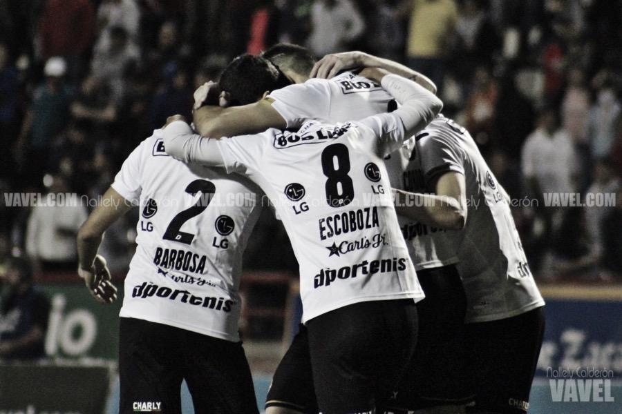 Jugadores de Dorados celebran el segundo gol del conjunto sinaloense. Fotografía: Nallely Calderón VAVEL México.