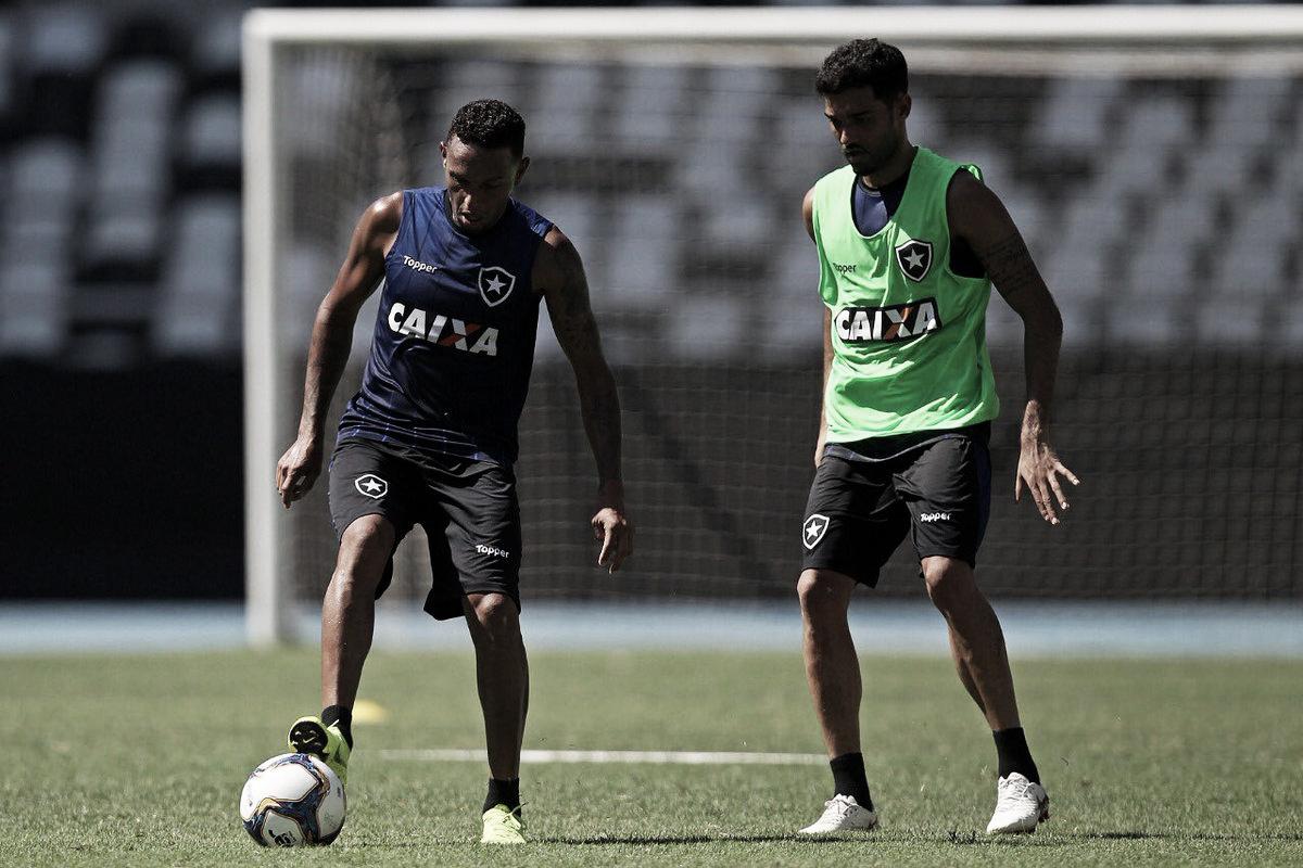Botafogo anuncia volante Alex Santana como novo reforço