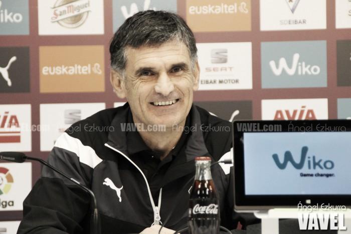 """Mendilibar: """"Nosotros estamos bien en casa, pero también el Alavés fuera"""""""