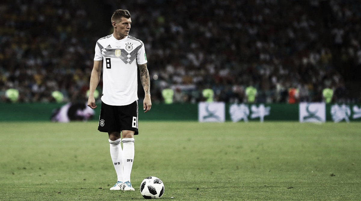 """Toni Kroos comunica que continua na Seleção Alemã e adverte Özil: """"Não há racismo"""""""