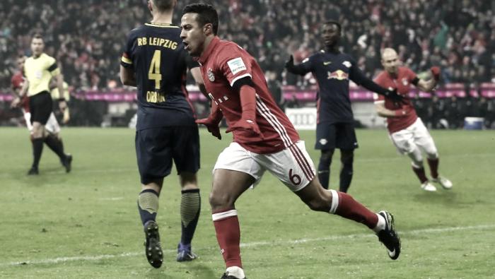 Com tranquilidade, Bayern bate Leipzig em duelo pela liderança