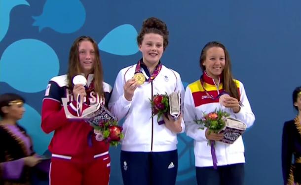 Marina Castro nada hacia la medalla de bronce
