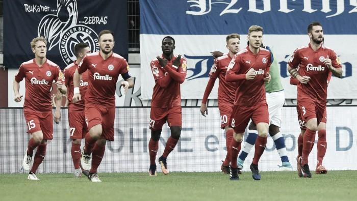 Holstein Kiel supera Duisburg fora de casa e assume liderança provisória da 2. Bundesliga