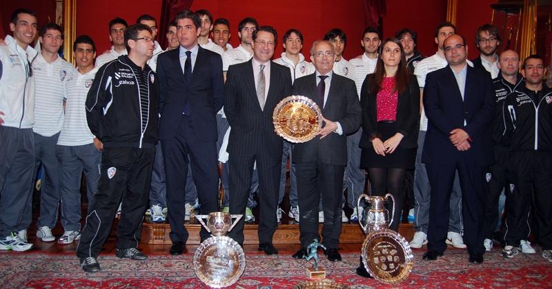 Merecido recibimiento a lo campeón de Lobelle de Santiago en el Concello