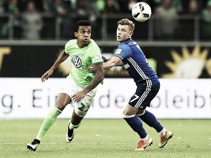 Schalke 04 supera Wolfsburg nos instantes finais e sobe na tabela na Bundesliga