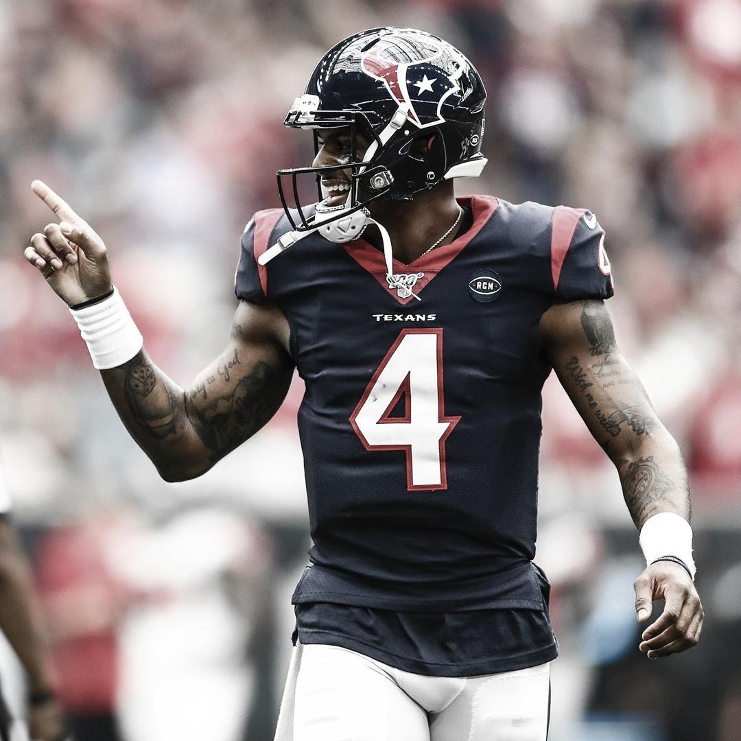 Deshaun Watson se emociona após assinar renovação de contrato com o Houston Texans