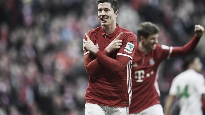 Lewandowski marca duas vezes e Bayern goleia Wolfsburg e volta à liderança da Bundesliga