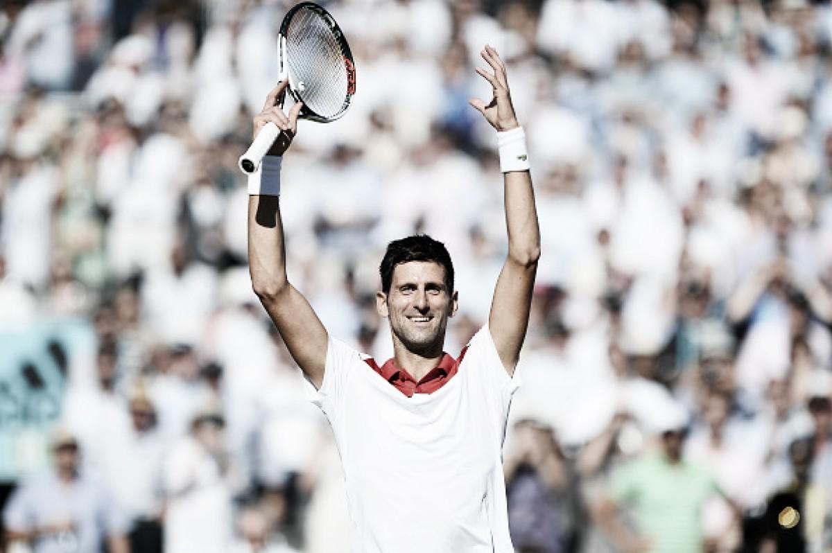Djokovic bate Mannarino, vai às semis em Queen's e chega a vitória de número 800 na carreira