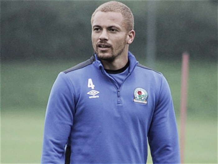 Wes Brown firma por el Blackburn Rovers
