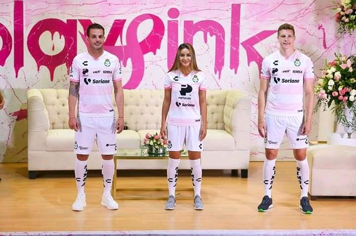 """<p class=""""MsoNormal"""">También las Guerreras vestirán una indumentaria especial para sus cotejos de la Liga Femenil (Foto: Santos Laguna)<o:p></o:p></p>"""