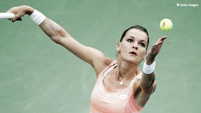Agnieszka Radwanska supera e elimina Muguruza no WTA Finals
