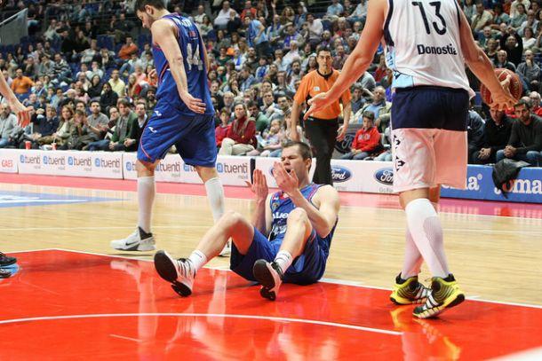 Tuenti Móvil Estudiantes - Guipuzkoa Basket: los colegiales arrancan contra el nuevo proyecto donostiarra